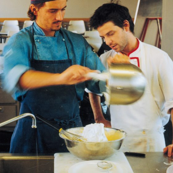 Formación del personal de cocina de una escuela gestionada por «El centre català d'Educació de Menjadors Escolars»